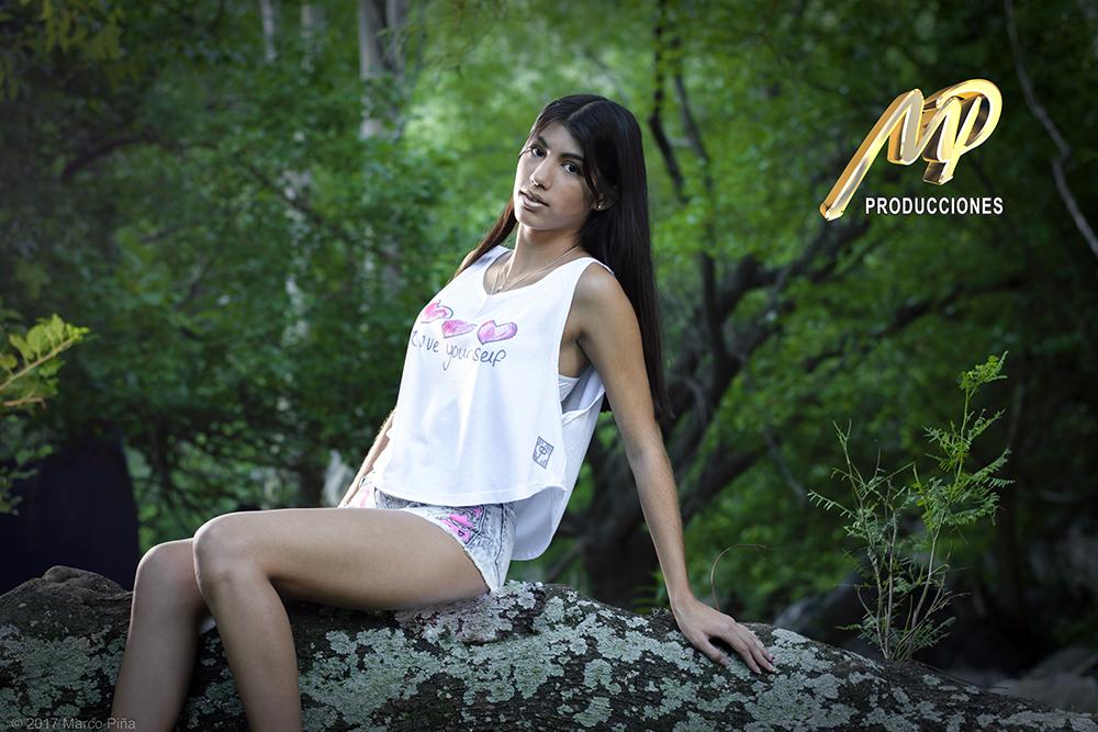Foto publicitaria modelo femenino de ropa - MP Producciones